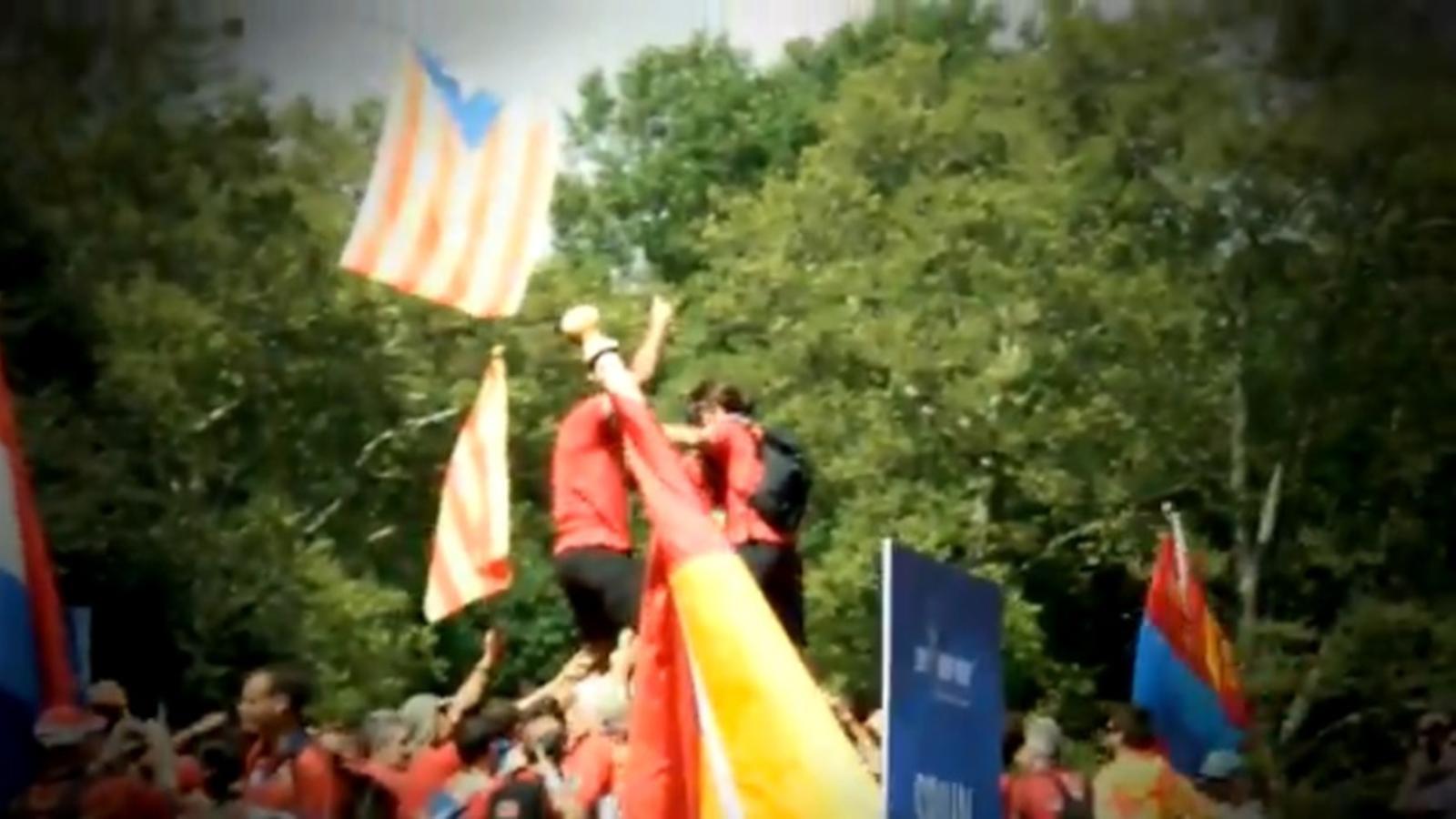 Policies i bombers espanyols escridassen els catalans en els seus Jocs Mundials