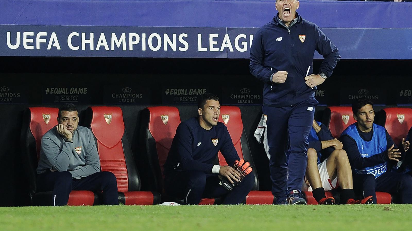 Eduardo Berizzo, durant el partit entre el Sevilla i el Liverpool