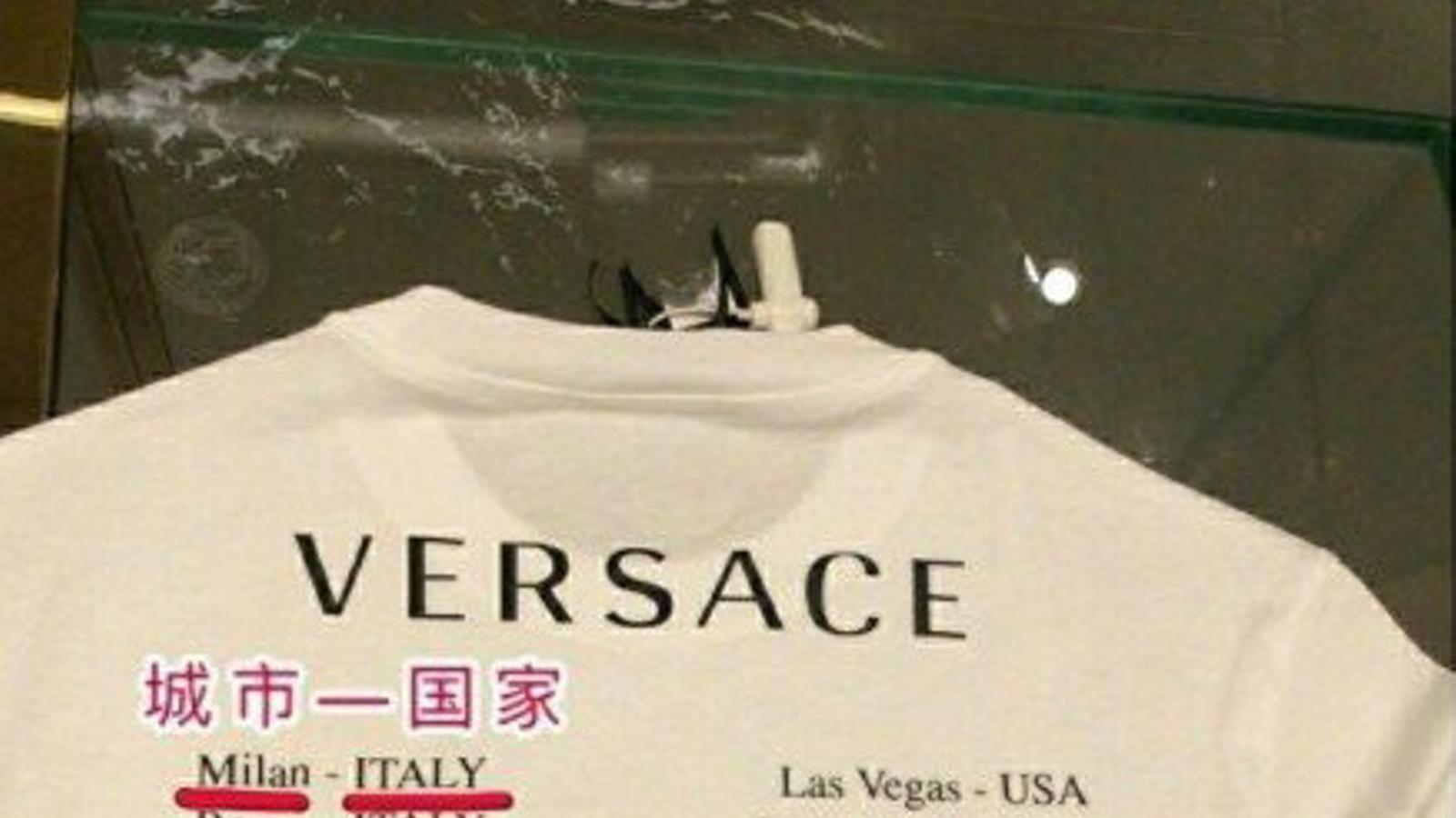 La samarreta de Versace que ha aixecat la polèmica a La Xina