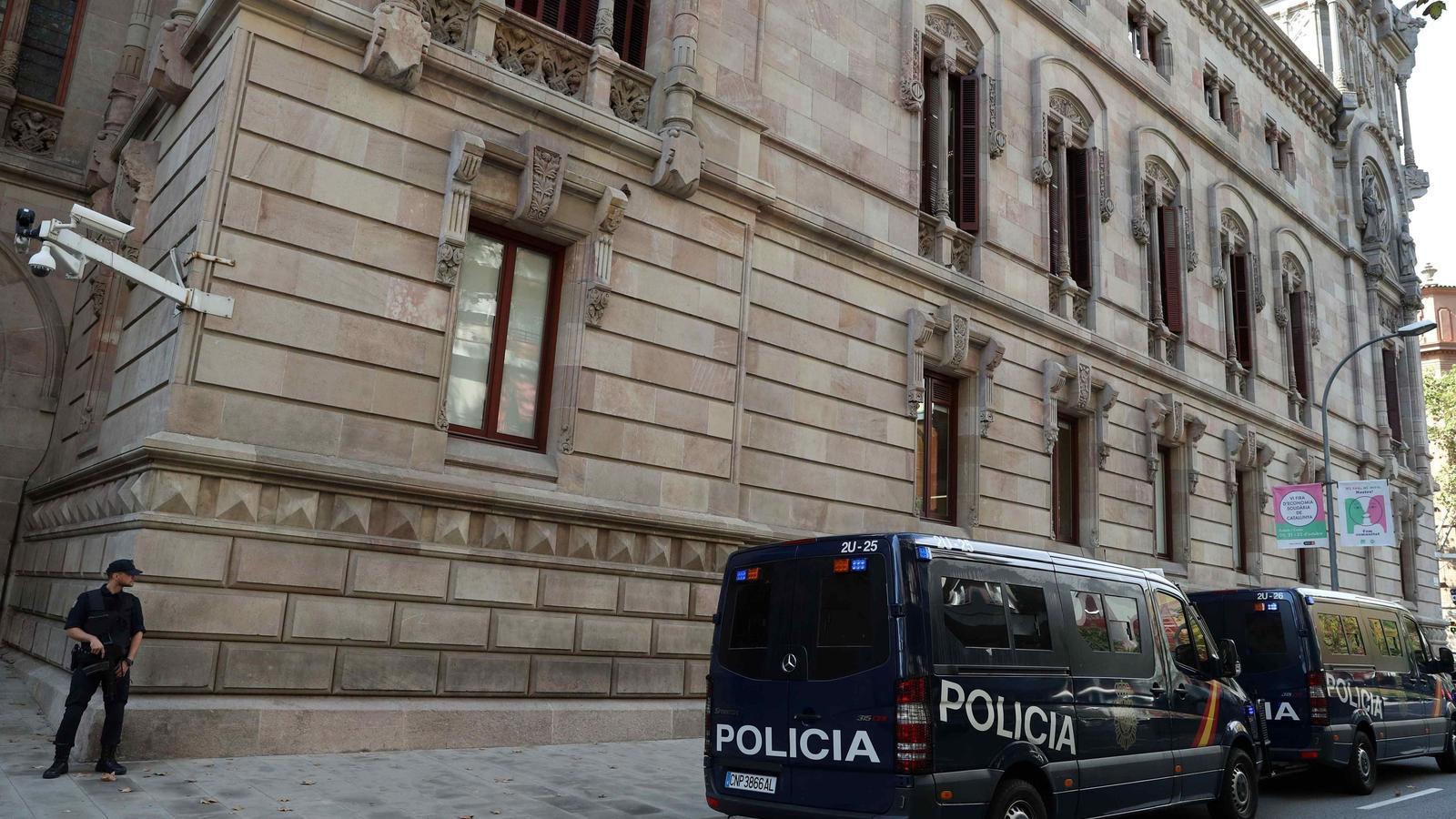La Policia Nacional espanyola ha assumit aquest matí la vigilància del TSJC