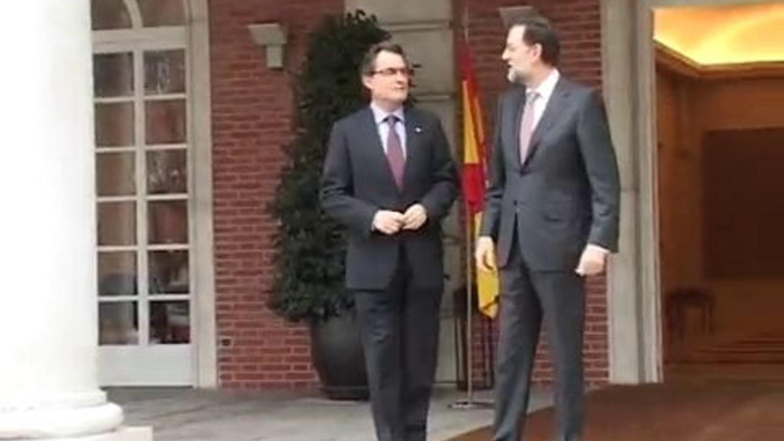 Rajoy diu a Mas: Visc en un embolic