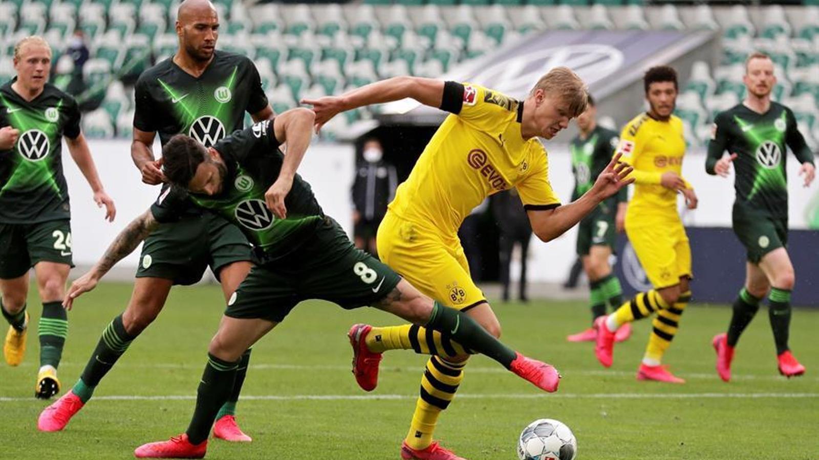 Haaland contra Steffen durant el Wolfsburg-Dortmund