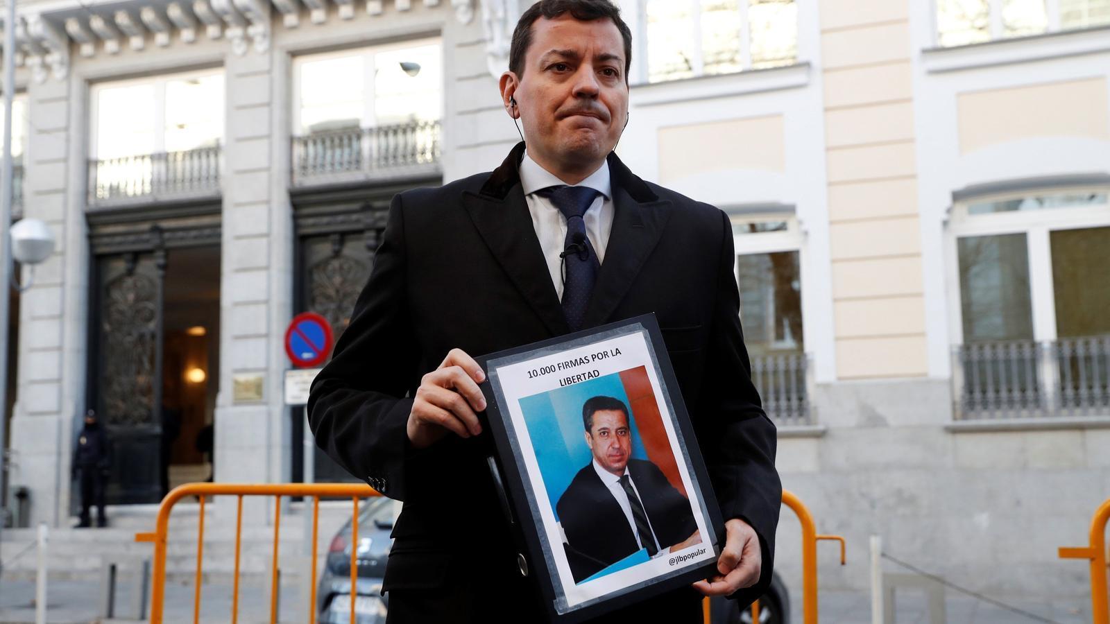 Presenten 10.000 firmes per reclamar la fi de la presó provisional d'Eduardo Zaplana