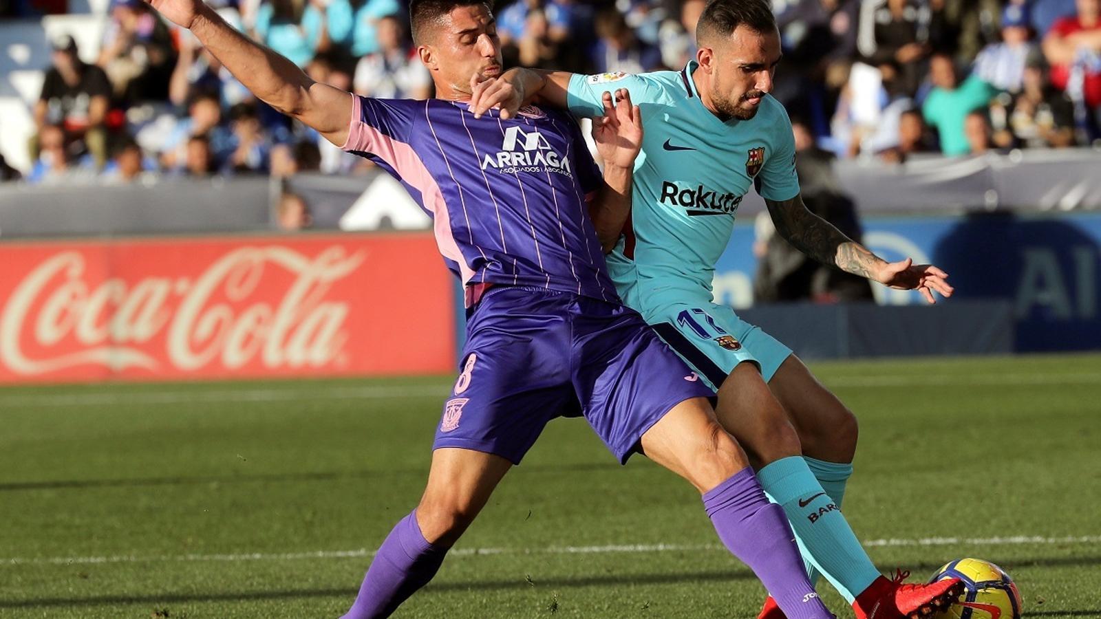 Gabriel i Alcácer, disputant una pilota en el Leganés-Barça