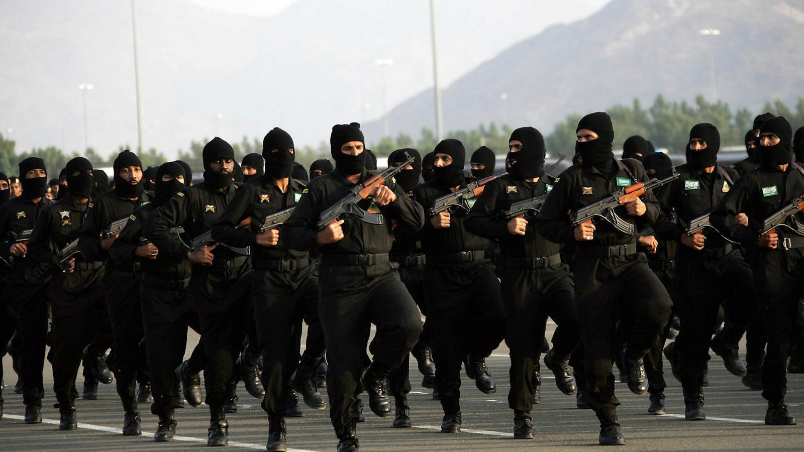 Forces especials saudites durant una desfilada a la ciutat de la Meca.