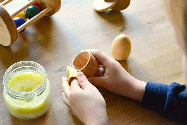 """Polir fusta és una activitat de """"vida pràctica"""" que combina la mà i la ment"""
