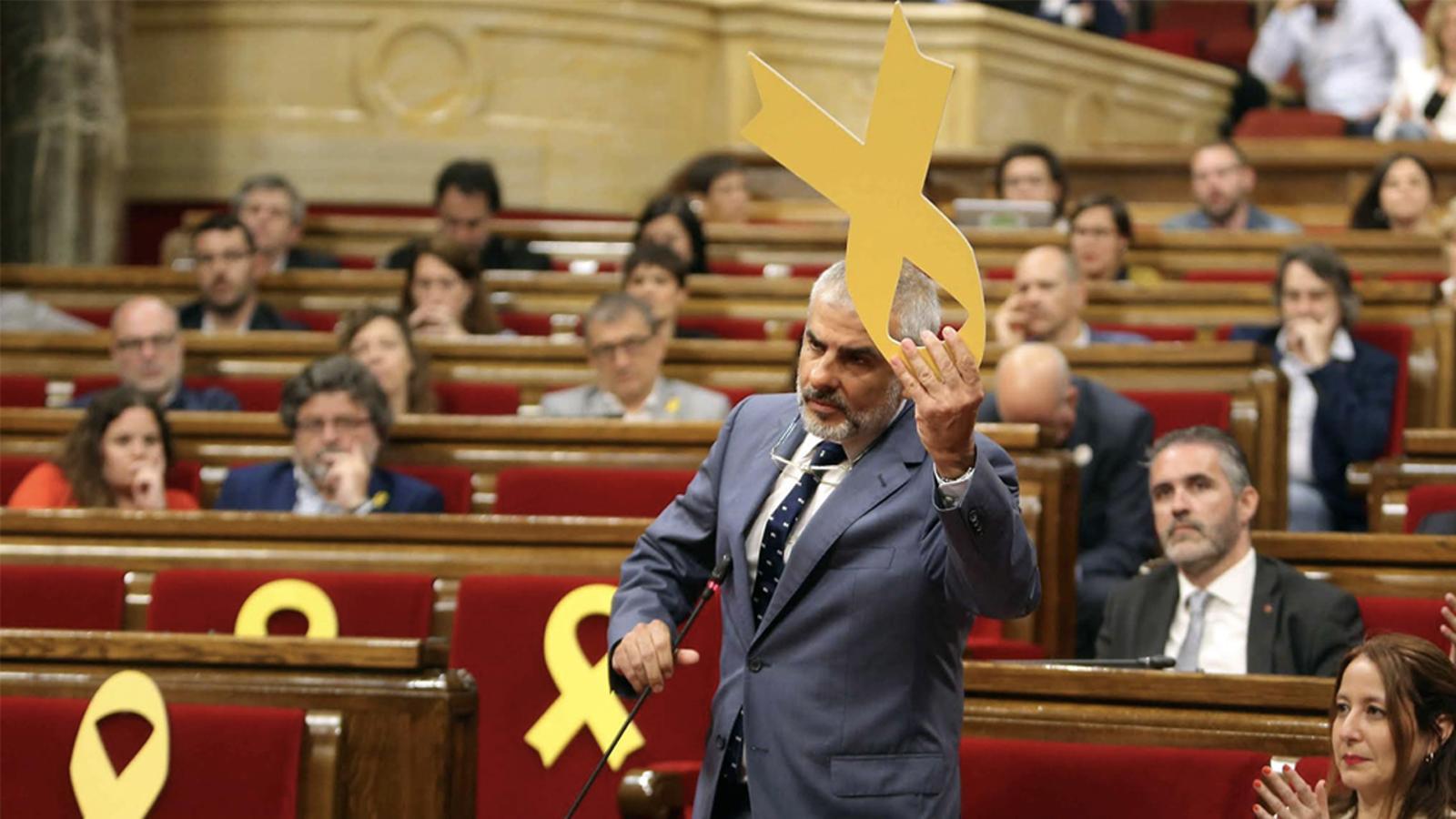 Torrent i Carrizosa s'enfronten per un llaç groc a la bancada del Govern