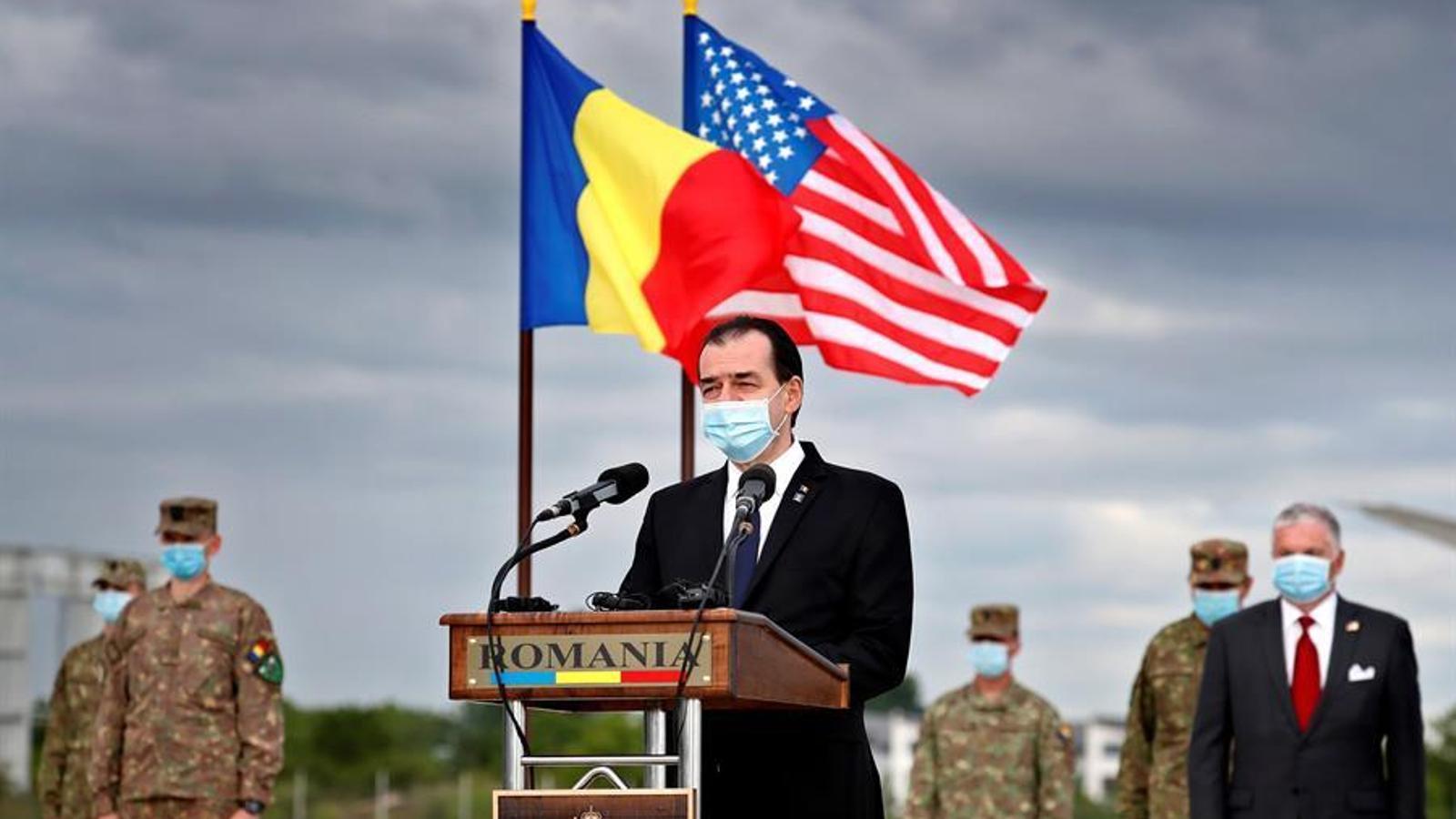 Ludovic Orbán, amb mascareta, en una recent intervenció oficial en el comiat al personal nord-americà que ha ajudat a combatre la pandèmia a Romania