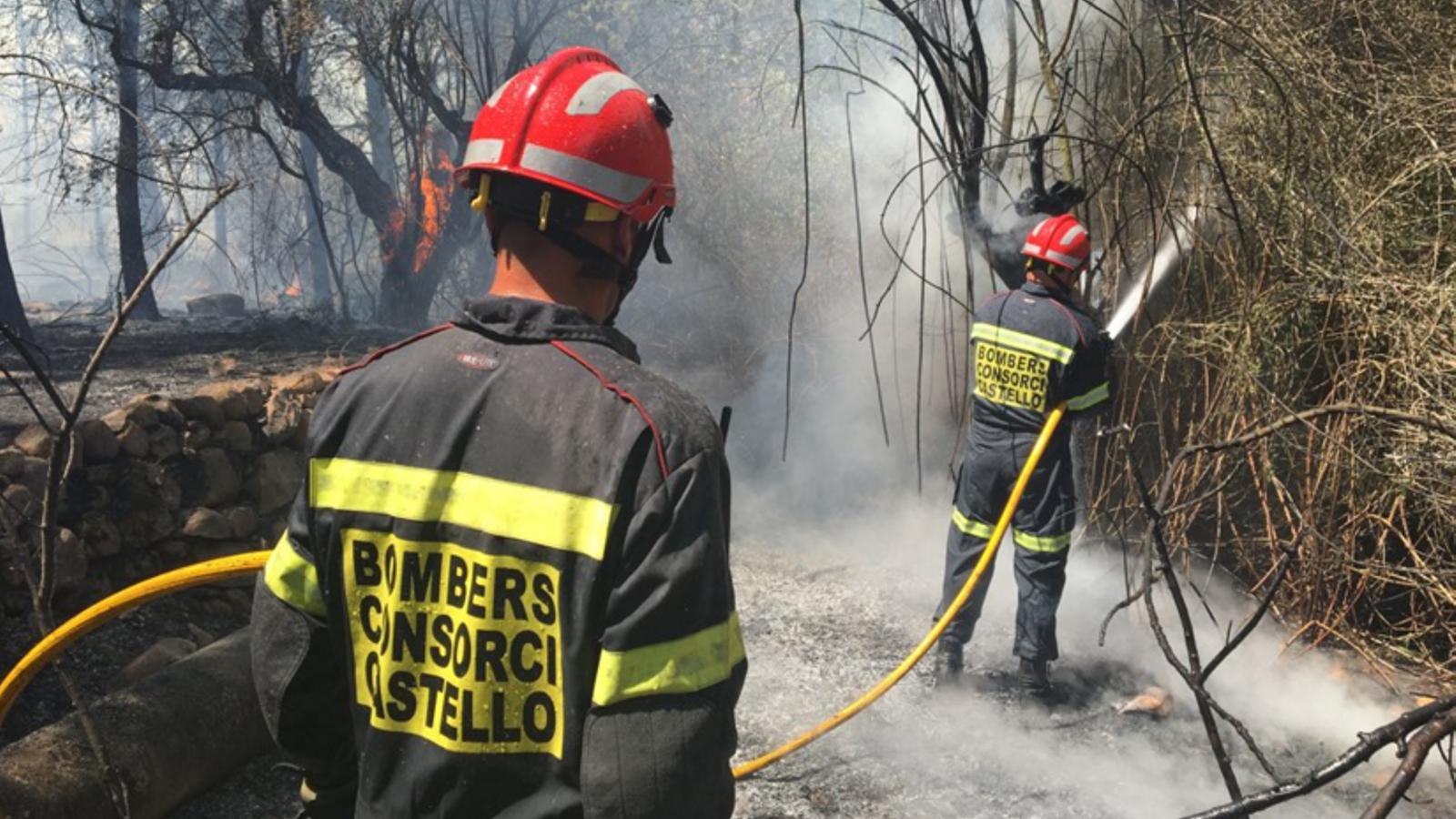 Un incendi forestal a Castelló mobilitza 13 mitjans aeris