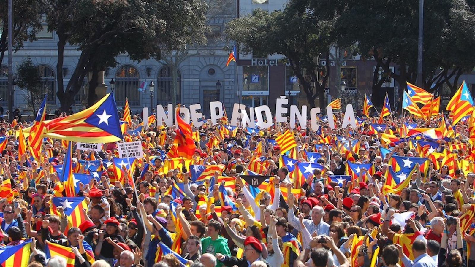 El clam in-inde-independència, al 'flashmob' de plaça Catalunya