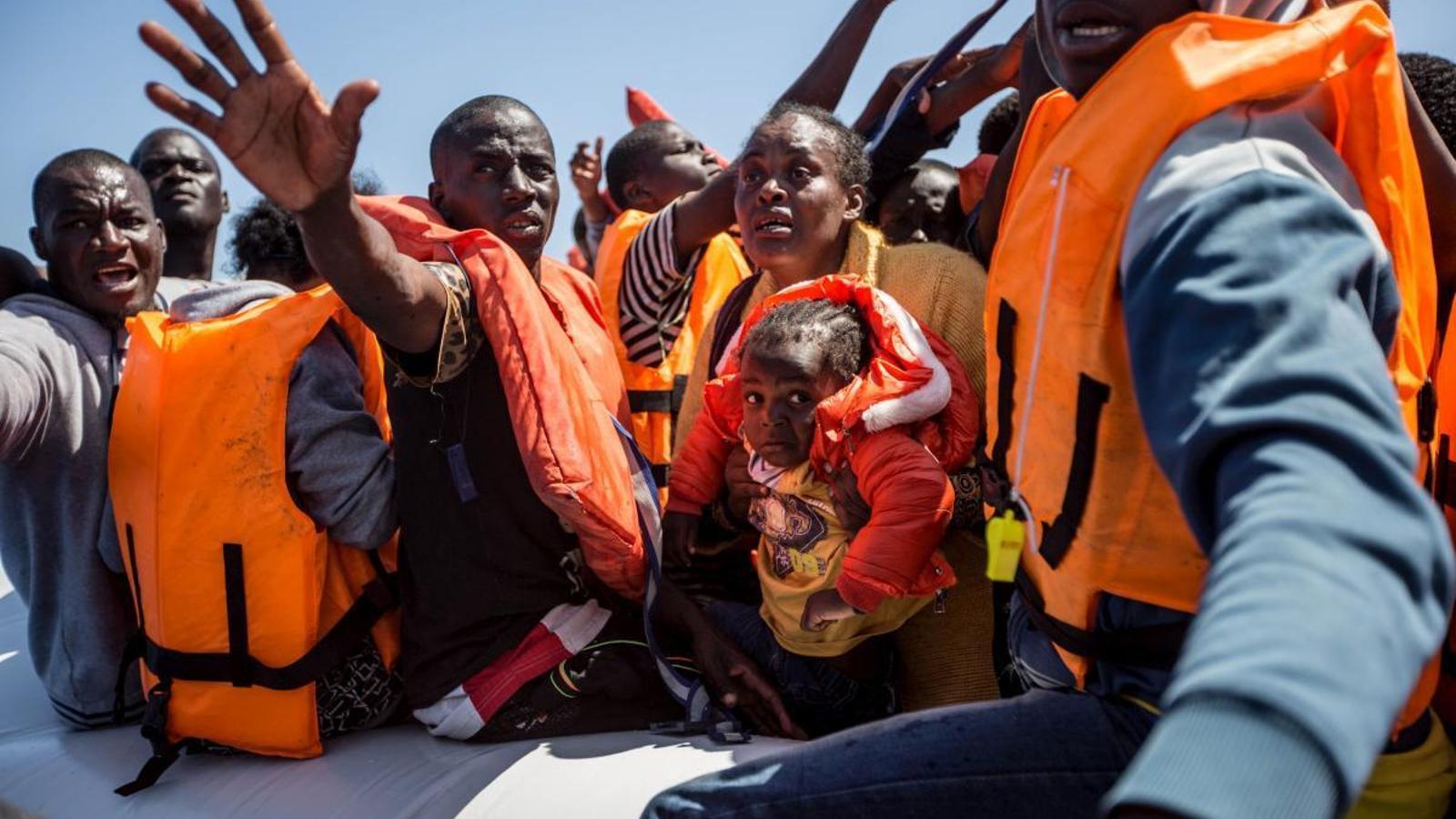 Migrants rescatats a les costes de Líbia.