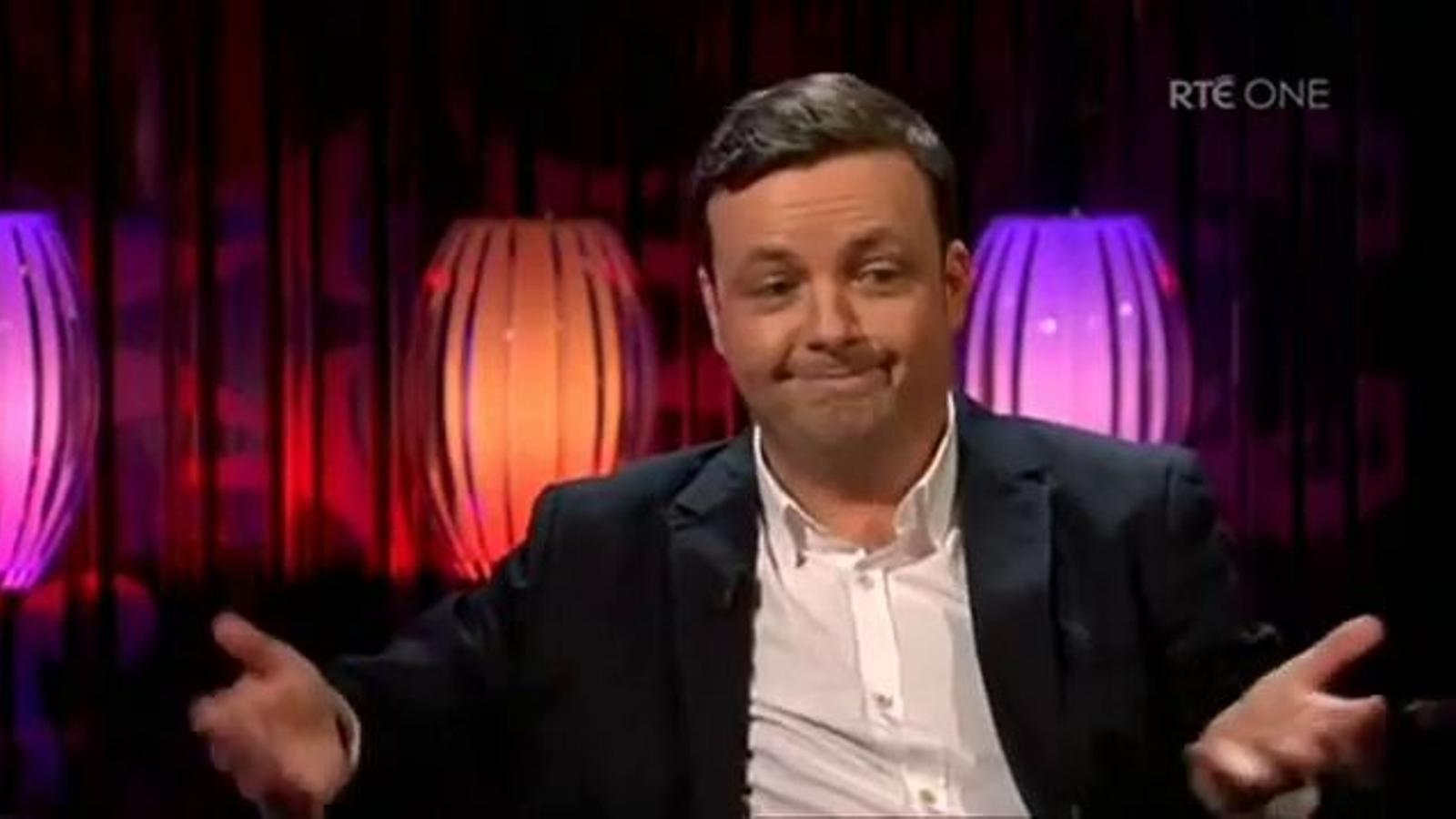 Un humorista irlandès acusat d'homòfob anuncia que és gai en ple xou