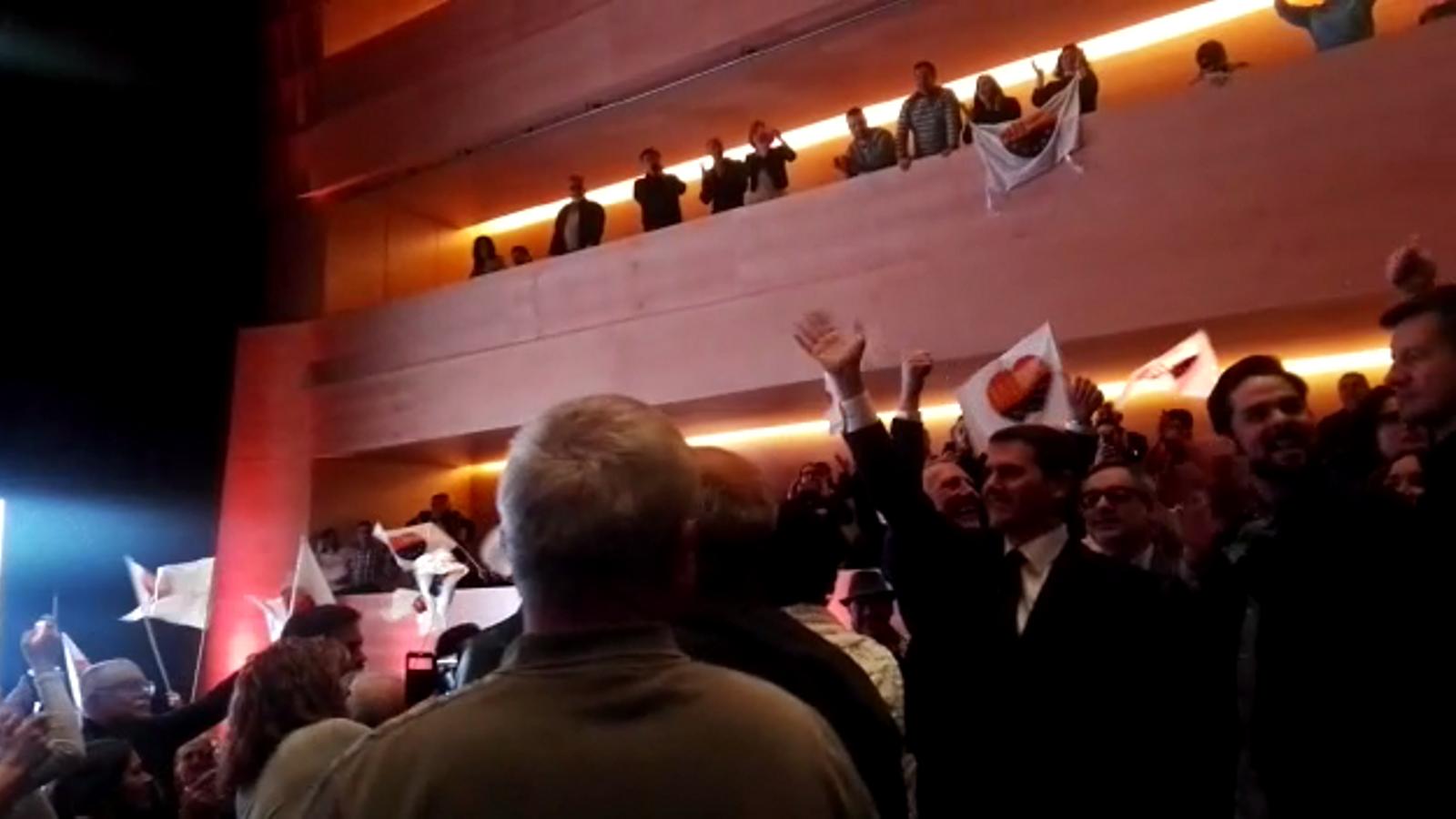 """Crits de """"president!"""" quan Albert Rivera ha entrat a l'Auditori de Girona en l'acte de campanya de Ciutadans"""