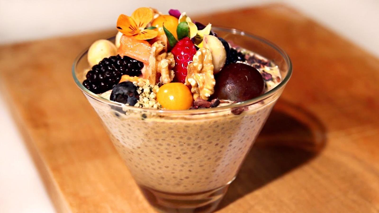 Copa de xia amb fruits secs i fruita fresca