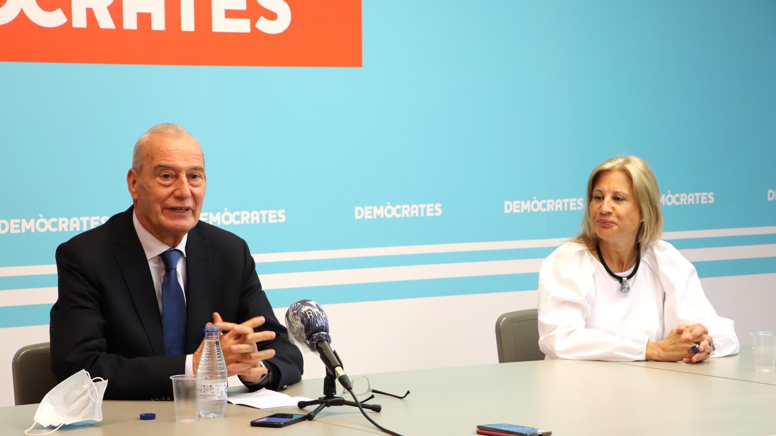 Els consellers de Demòcrates a Escaldes-Engordany durant la roda de premsa d'aquest dijous. / DEMÒCRATES