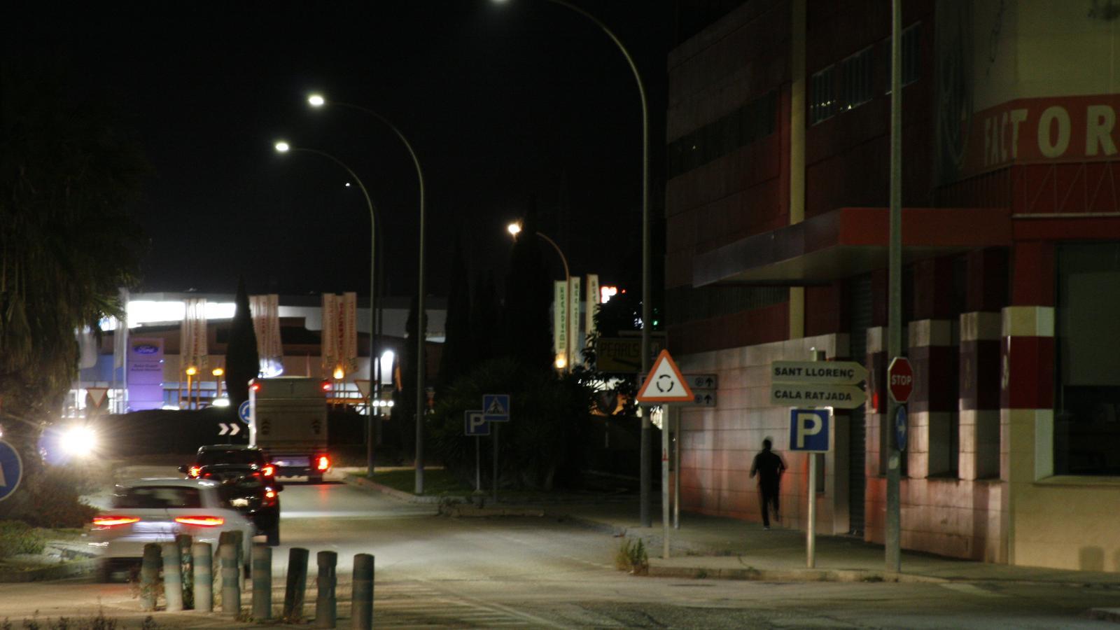 La manca de llum durant els vespres ve provocant moltes queixes dels veïnats.