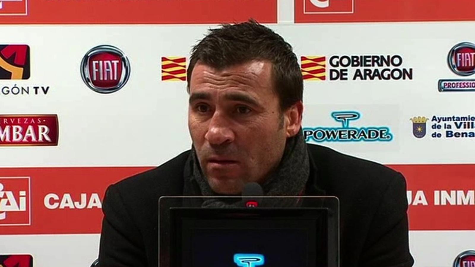 Raül Agné abandona la roda de premsa perquè no el deixen respondre en català