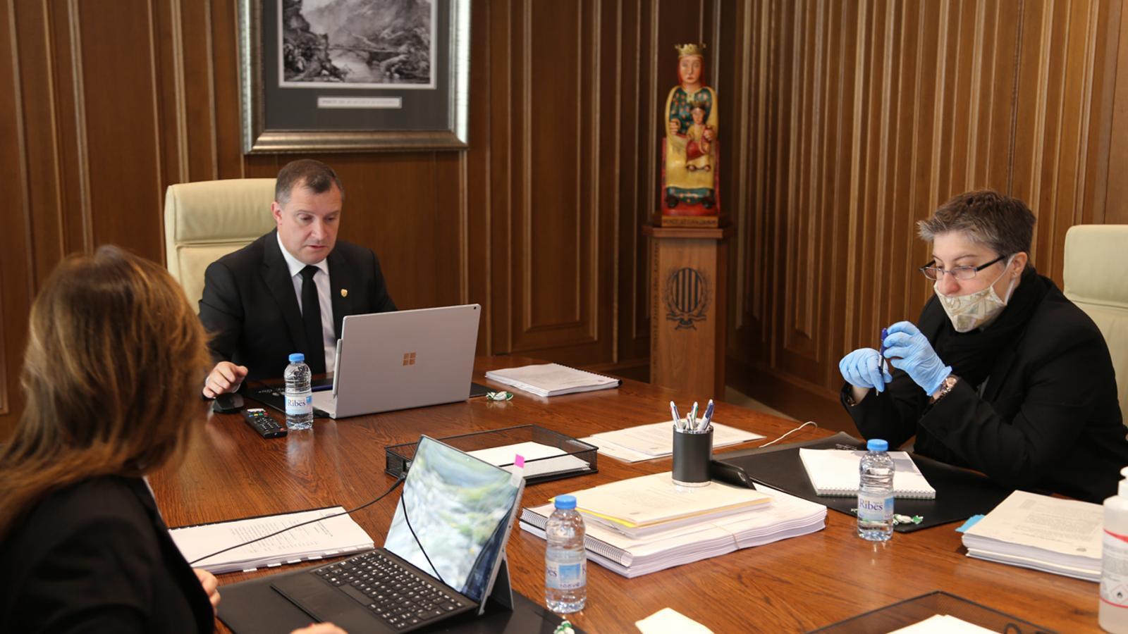 Un moment de la sessió de consell de comú de Sant Julià de Lòria celebrada aquest dijous de manera telemàtica. / COMÚ DE SANT JULIÀ DE LÒRIA