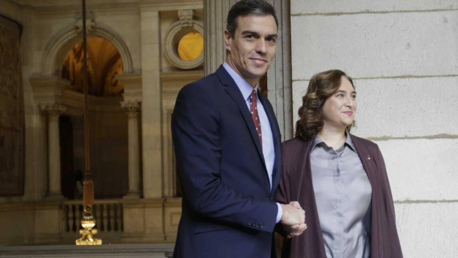 El president espanyol, Pedro Sánchez, aquest divendres amb l'alcaldessa de Barcelona, Ada Colau