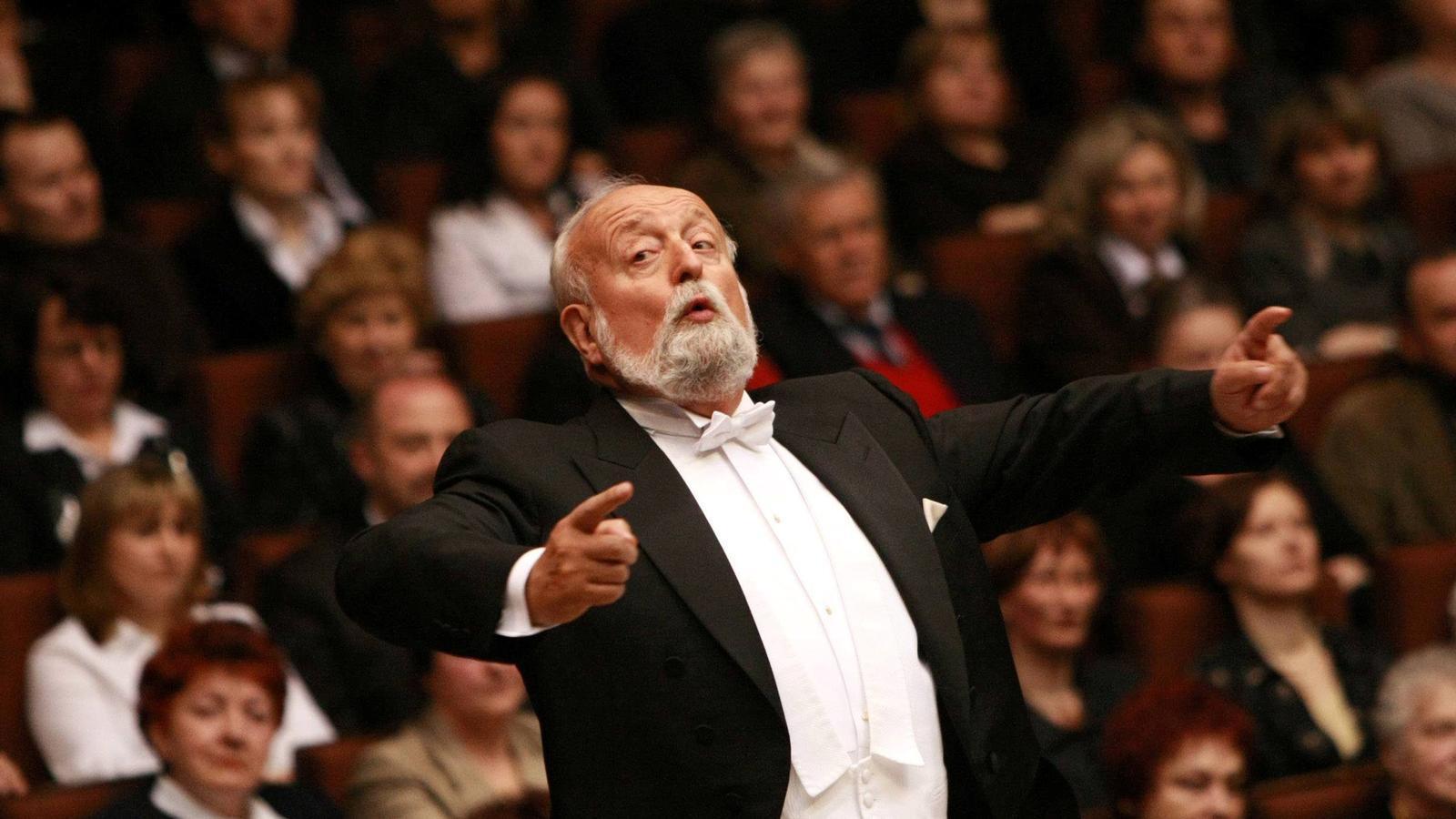Krzysztof Penderecki dirigint un concert a Polònia l'any 2009.