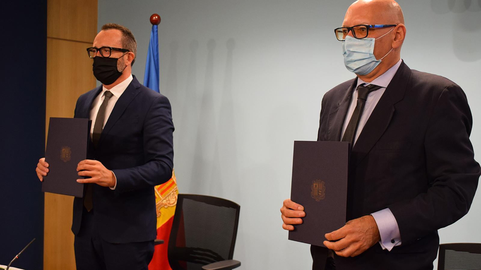 El conveni signat per part de Víctor Filloy i Miquel Nicolau, aquest dijous a la sala de premsa del Govern. / A. B. (ANA)