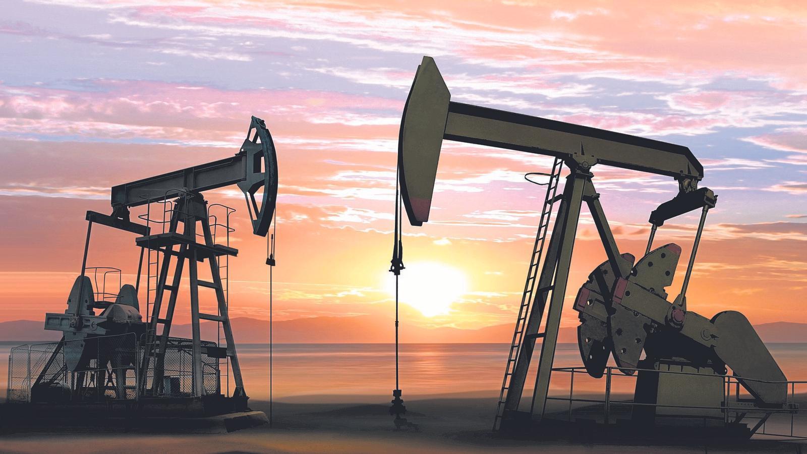 La major pujada diària en 30 anys del petroli se suma a l'alentiment de l'economia