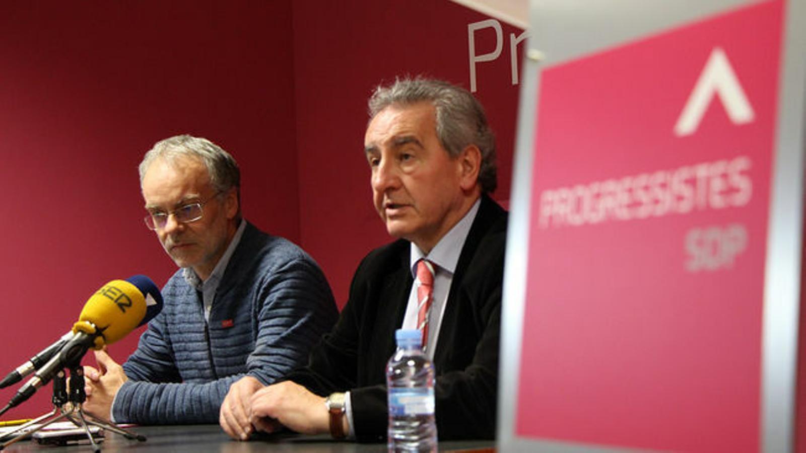 El candidat i el president de Progressistes-SDP, Josep Roig i Jaume Bartumeu, durant una roda de premsa. / M. M.