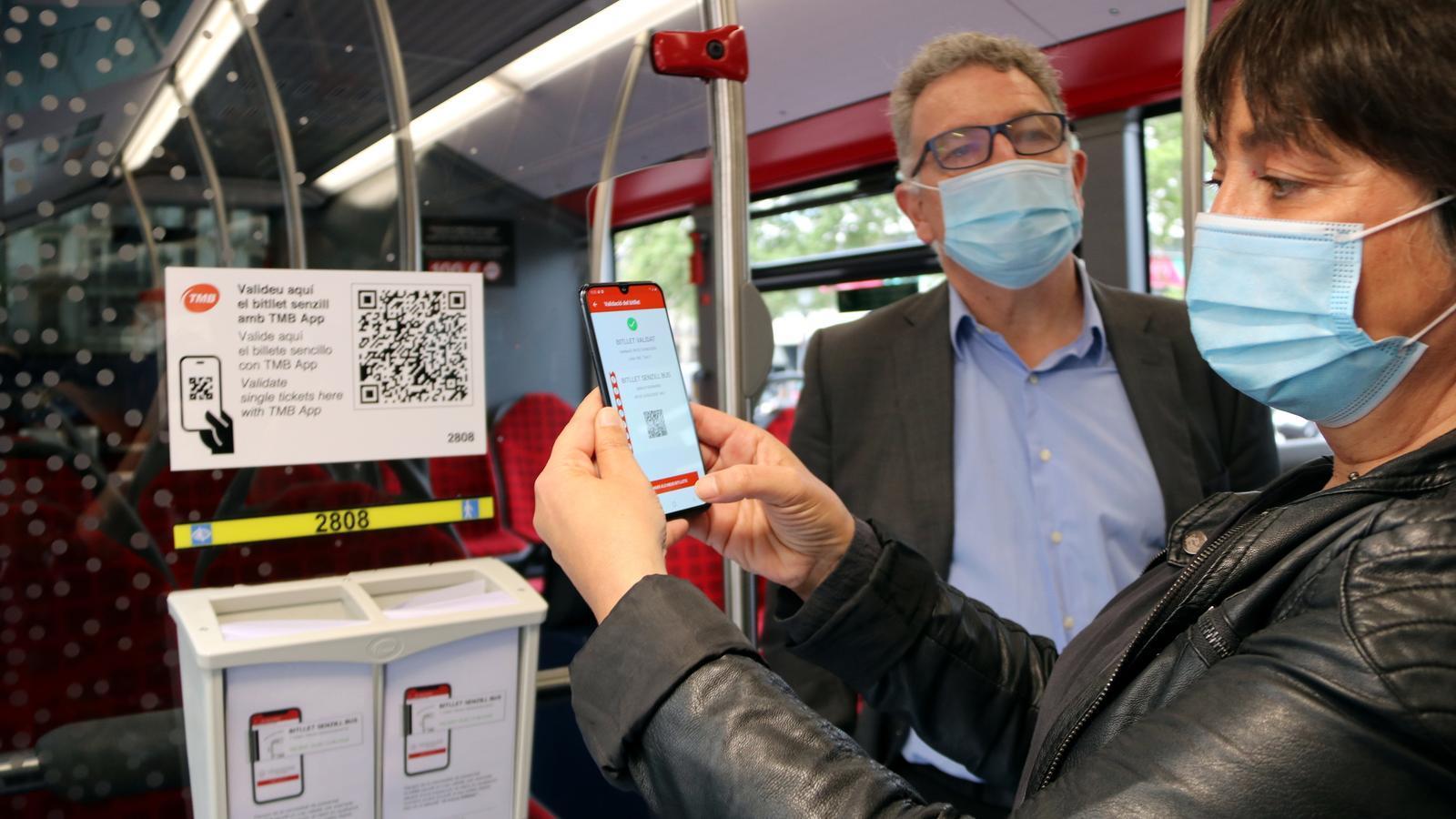 El bitllet senzill ja no es pagarà en efectiu als autobusos de Barcelona