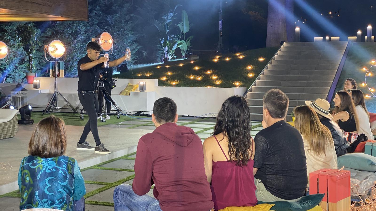 Antonio Díaz, durant un dels números de màgia de la nova temporada de 'Res és impossible'