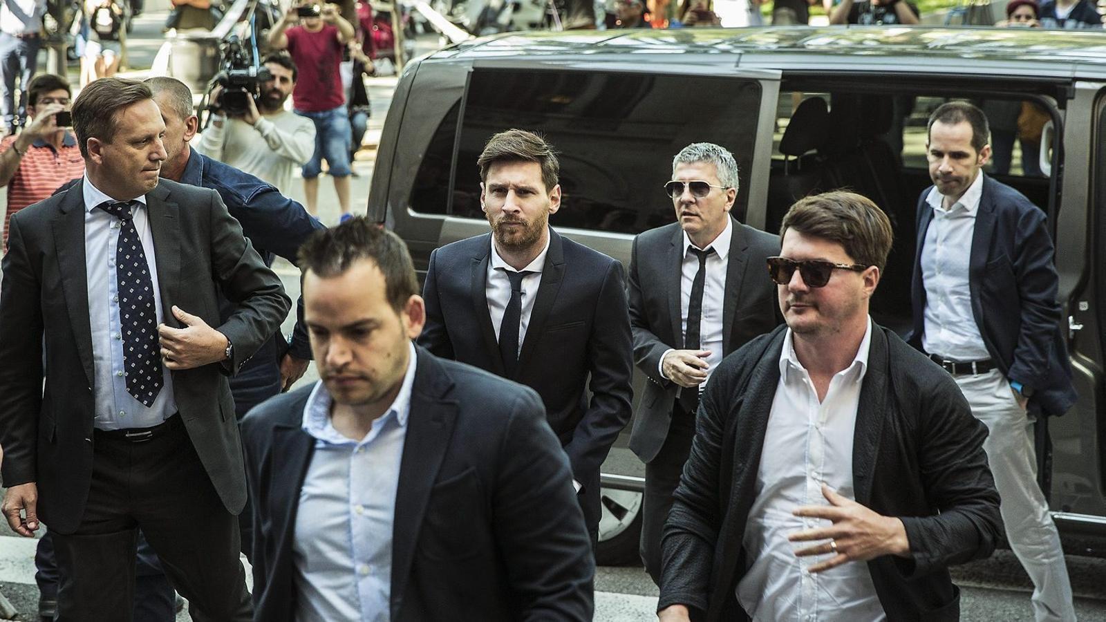 El jugador del Barça Leo Messi i el seu pare, Jorge, arribant al Palau de Justícia de Barcelona a principis de mes.