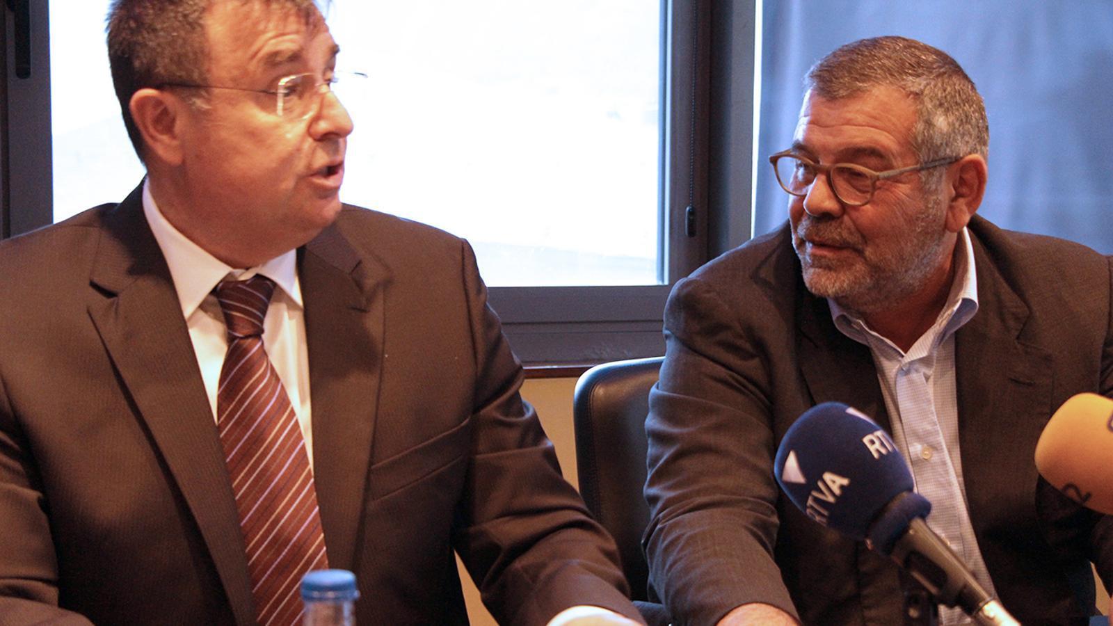 El president de la comissió gestora del fons de jubilació de la CASS, Josep Delgado, i el president de la parapública, Jean-Michel Rascagneres. / B. N.