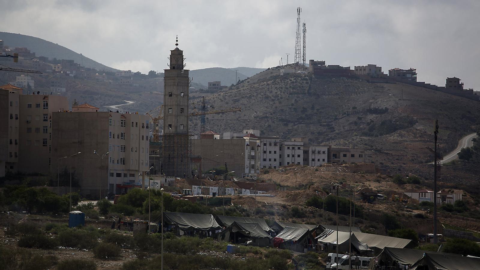 Un campament de l'exèrcit marroquí en un barri d'Al-Hoceima, la capital del Rif, que continua en estat de setge.
