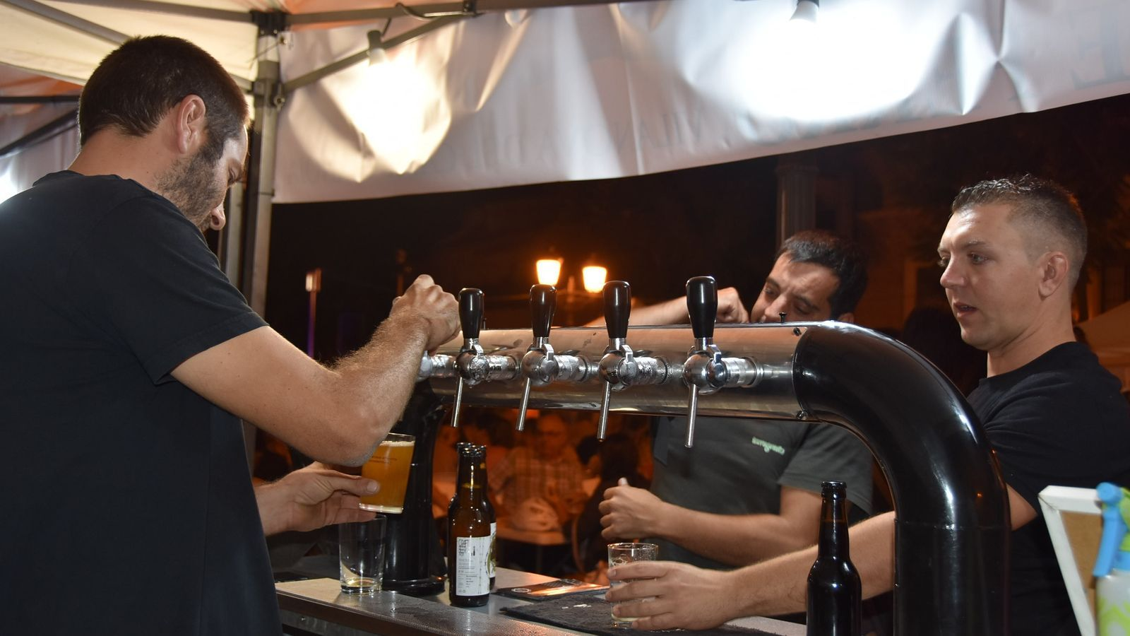 La 9a Fira de la Cervesa Artesana es celebra a la plaça del Castell de Torredembarra. / AJ. TORREDEMBARRA