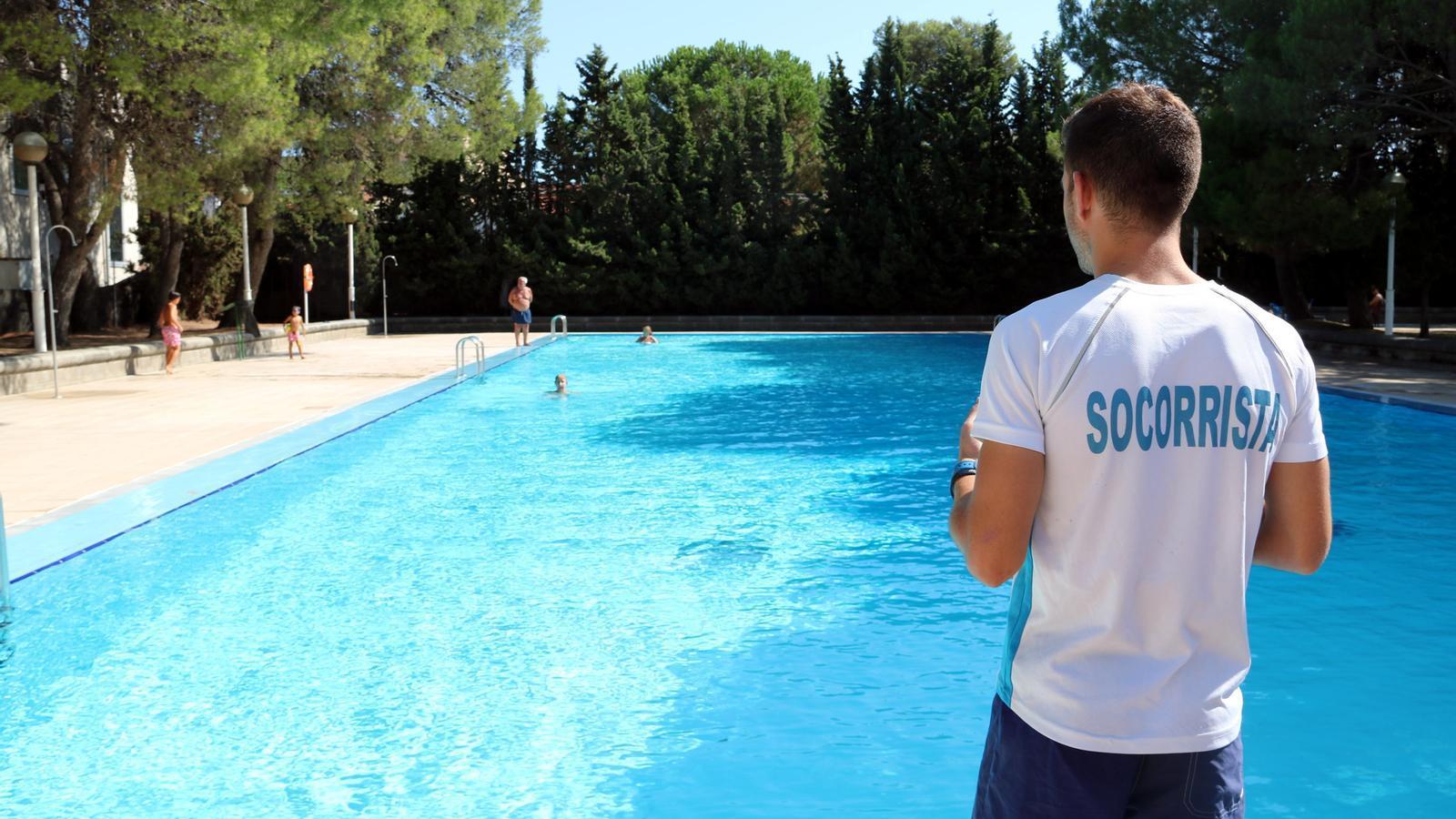 Mor un nen de 8 anys ofegat en una piscina de les borges blanques - Socorrista de piscina ...