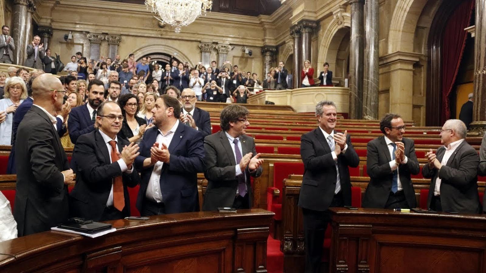 El Parlament dona llum verda a la llei de transitorietat en un segona jornada tensa