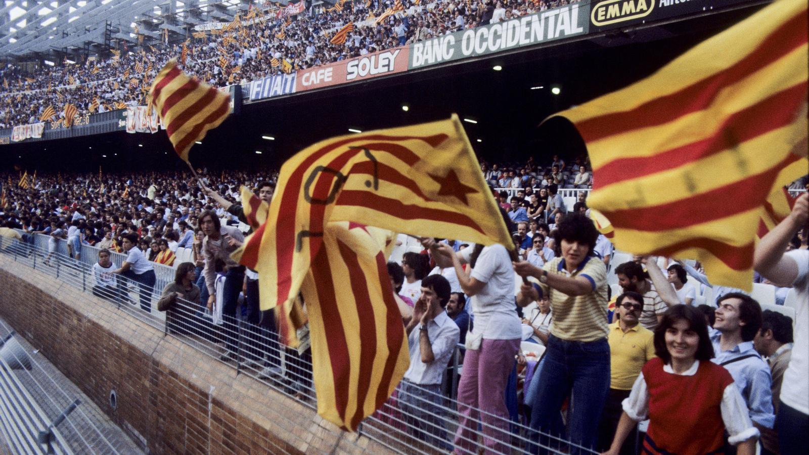 Resultat d'imatges de 1981 crida solidaritat camp nou