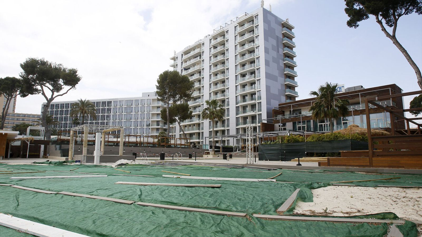 El Pacte acorda reduir d'un 15% a un 10% l'ampliació dels hotels del decret de reactivació econòmica