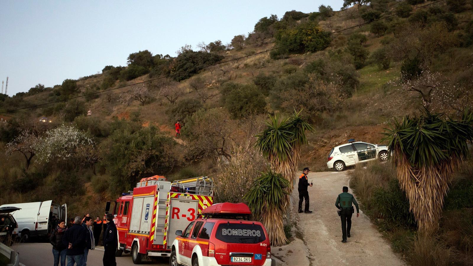 Els equips d'emergències busquen el nen que va caure en un pou a Màlaga aquest diumenge al migdia