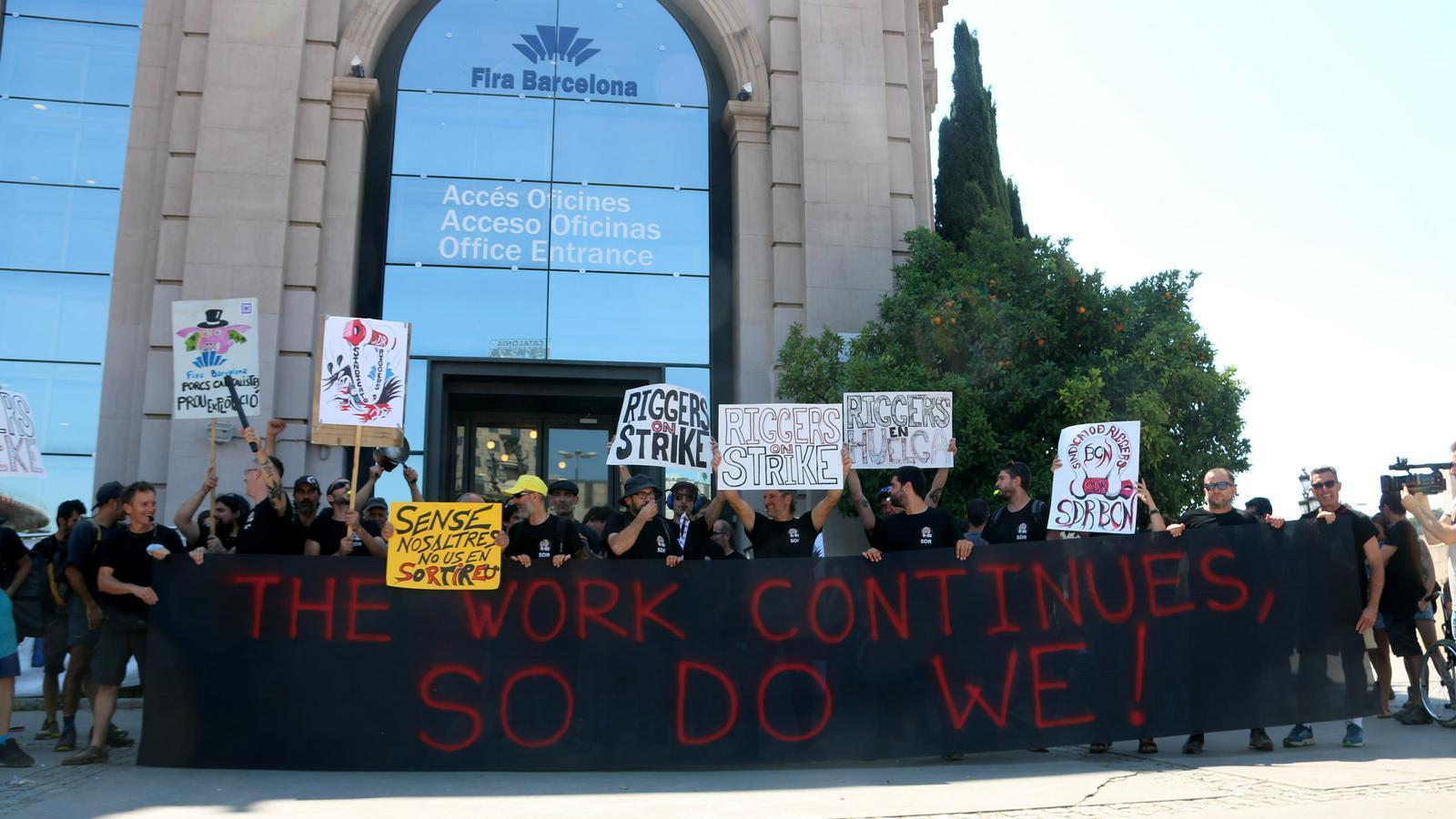 Fira de Barcelona contracta una altra empresa per substituir els muntadors dels elements aeris del Sónar en vaga