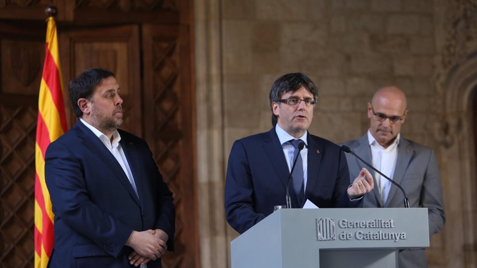 Oriol Junqueras, Carles Puigdemont i Raül Romeva, en la compareixença institucional sobre la sentència del 9-N