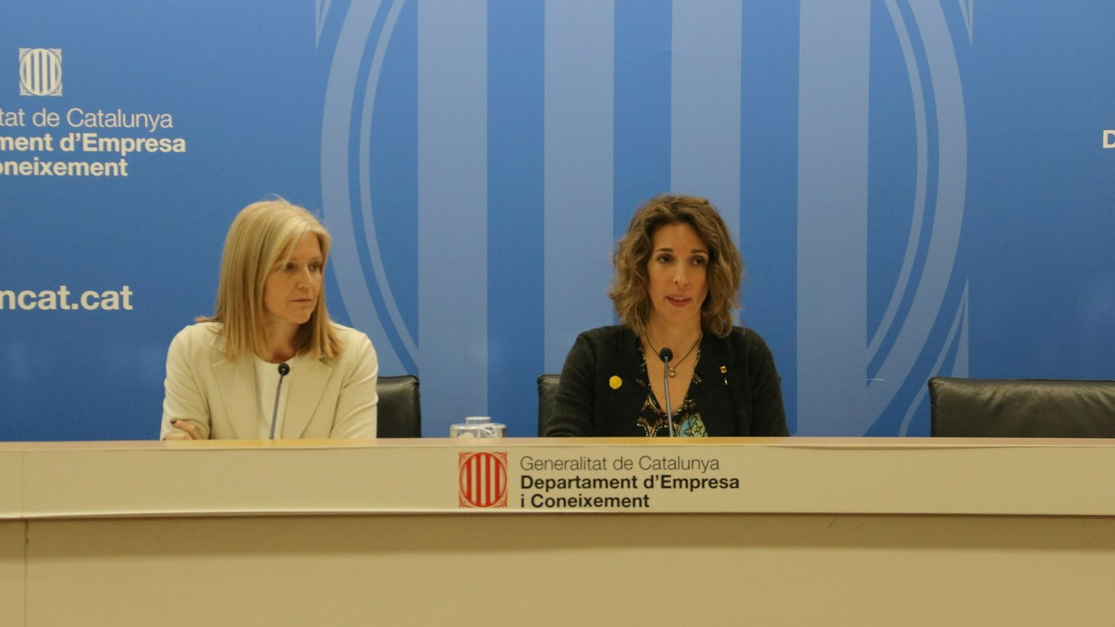 La directora general d'Indústria, Matilde Villarroya, i la consellera d'Empresa, Àngels Chacón, aquest dijous.