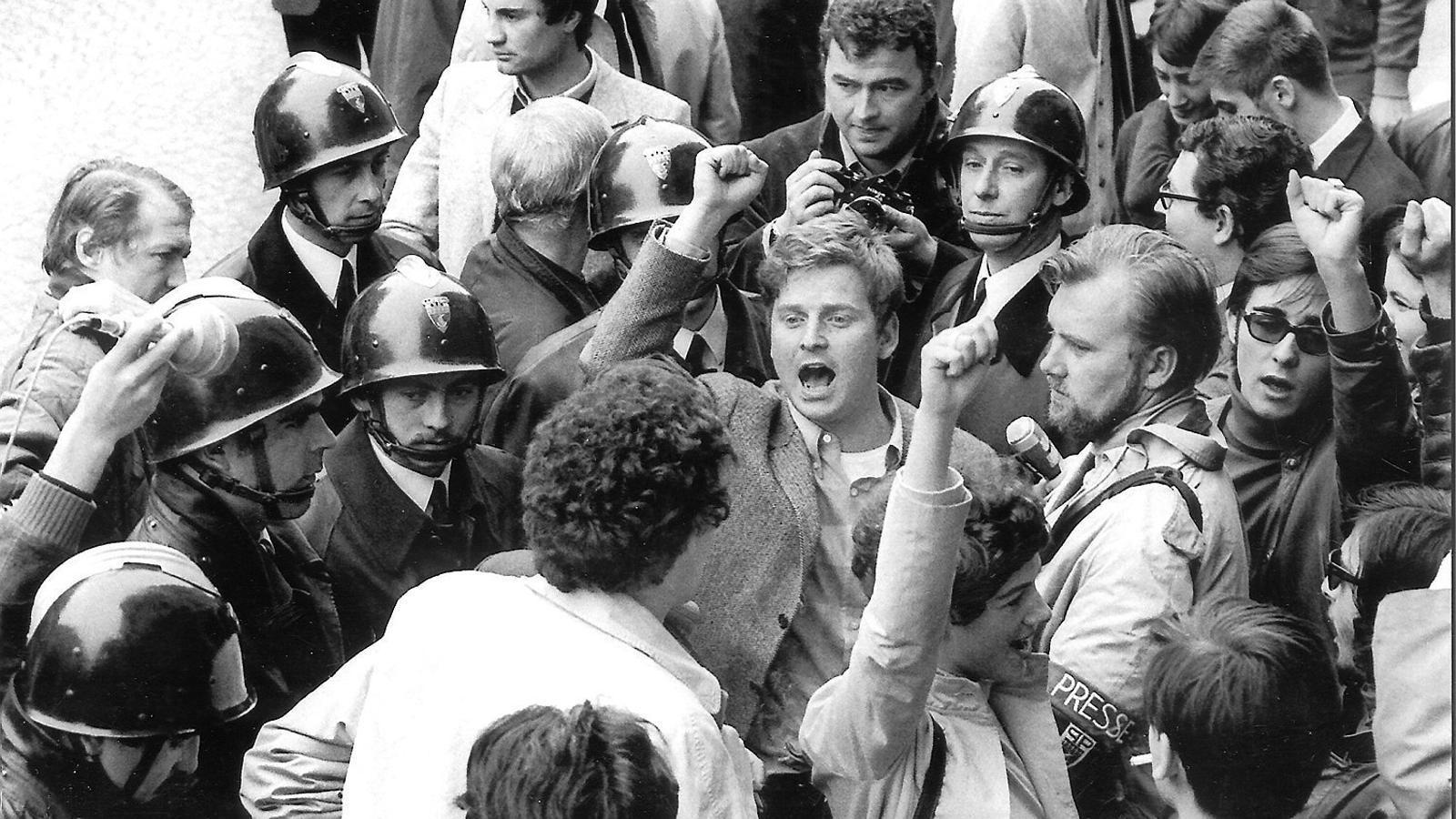 """Ramón González Férriz : """"Pasolini tenia raó: el 68 va ser l'última oportunitat de fer la revolució"""""""