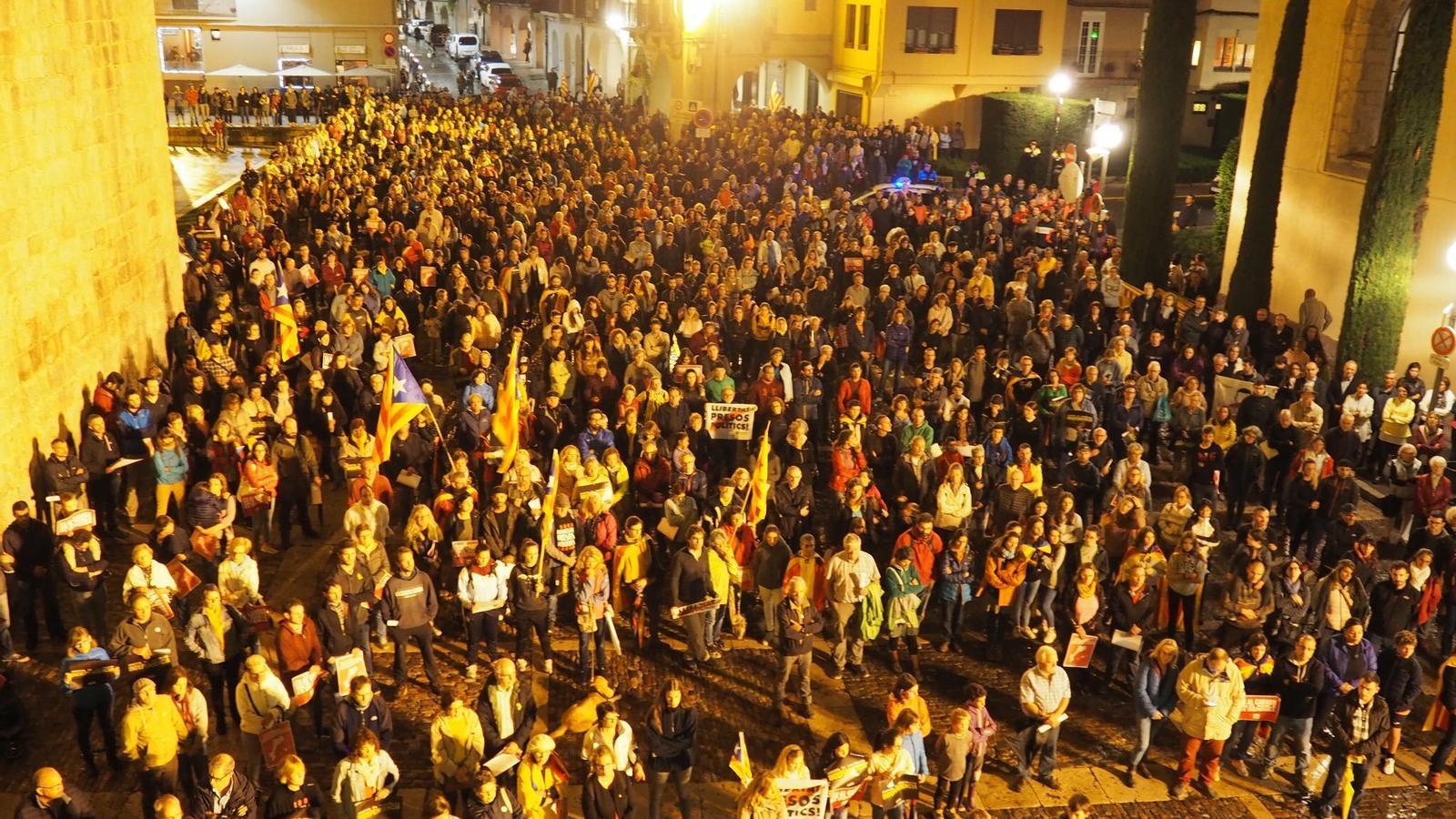 Concentració a la plaça dels Oms de La Seu d'Urgell. / RÀDIOSEU