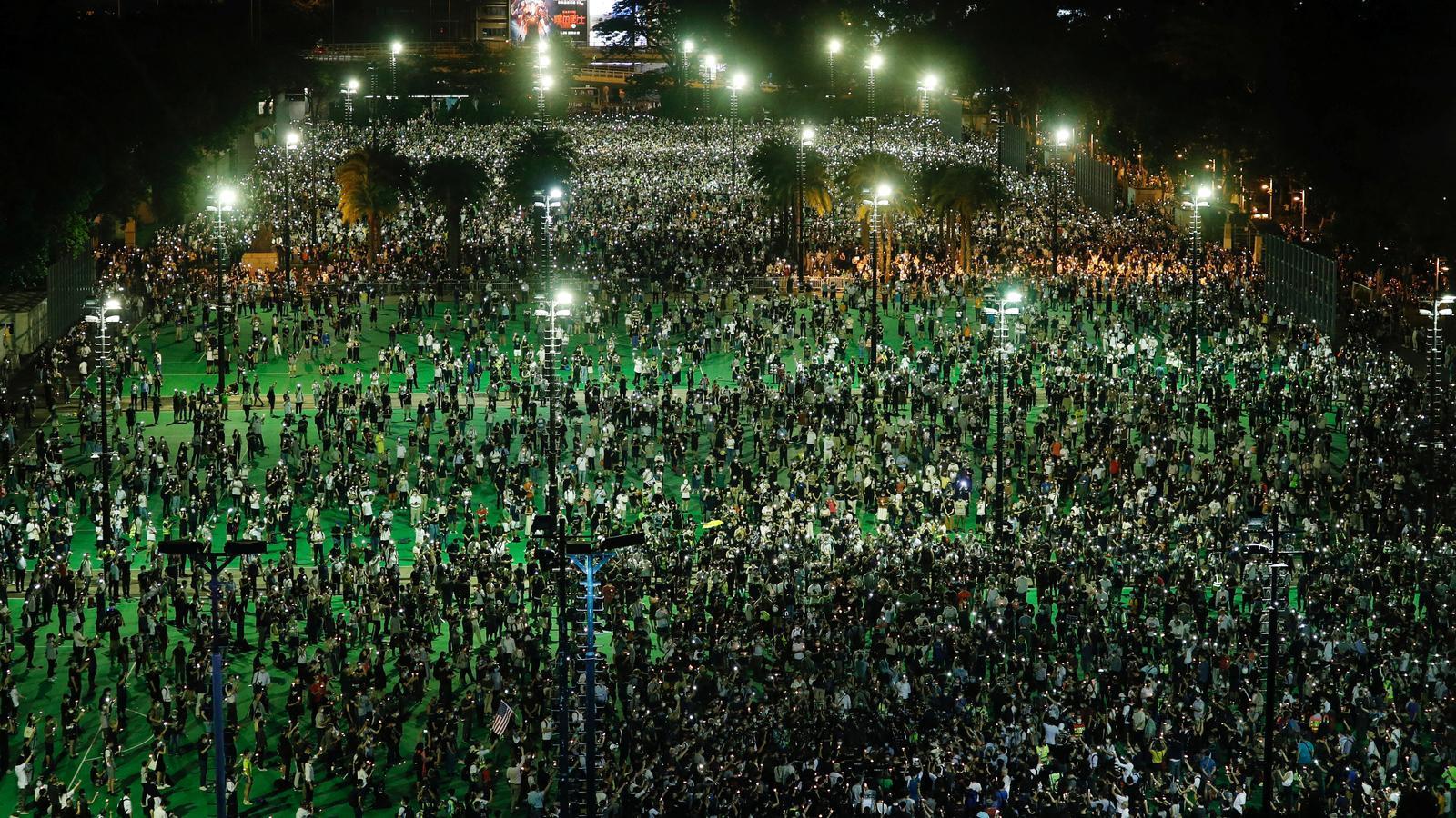 Desafiant Pequín, milers de persones commemoren Tiananmen a Hong Kong