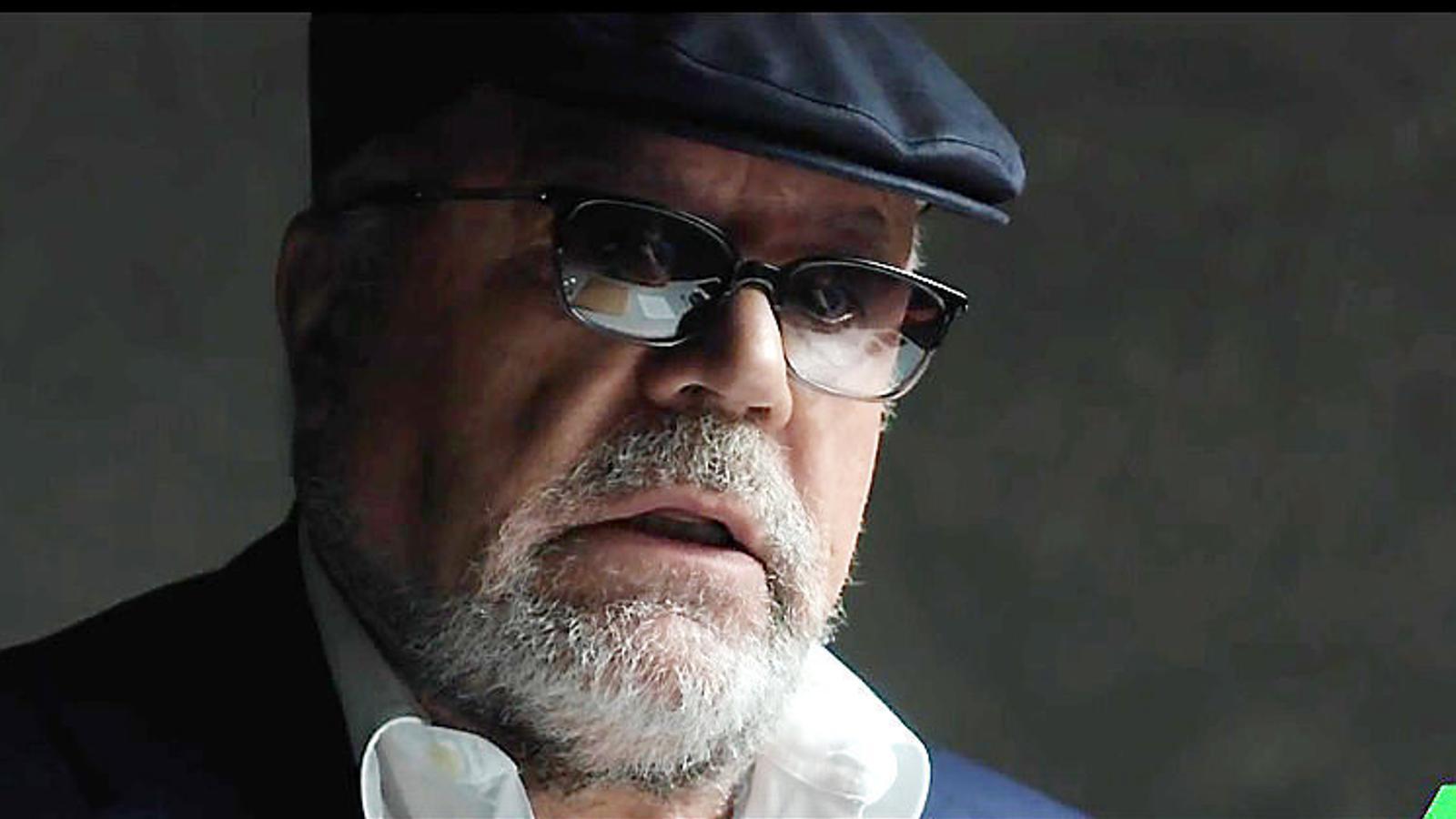Villarejo va fer l'entrevista amb boina i ulleres.