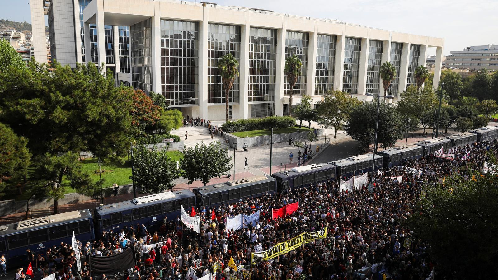 """La justícia grega considera els neonazis d'Alba Daurada una """"organització criminal"""""""