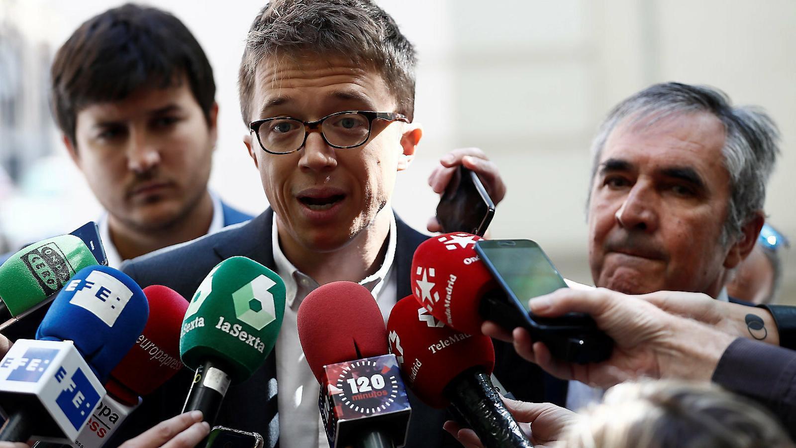 El líder de Més Madrid, Íñigo Errejón, atenent els mitjans, en una imatge d'arxiu.