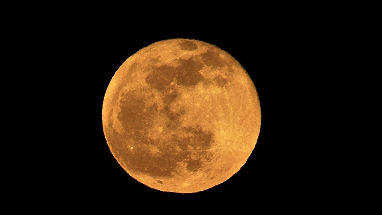 Un exemple de la lluna rogenca que es podrà veure el proper divendres / JAUME MOS