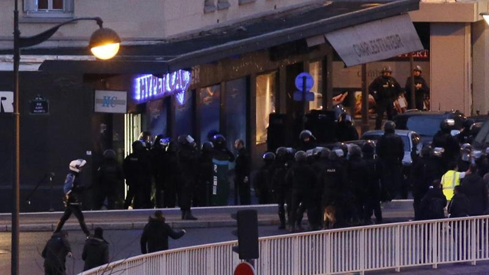 El dramàtic assalt de la policia al supermercat de París