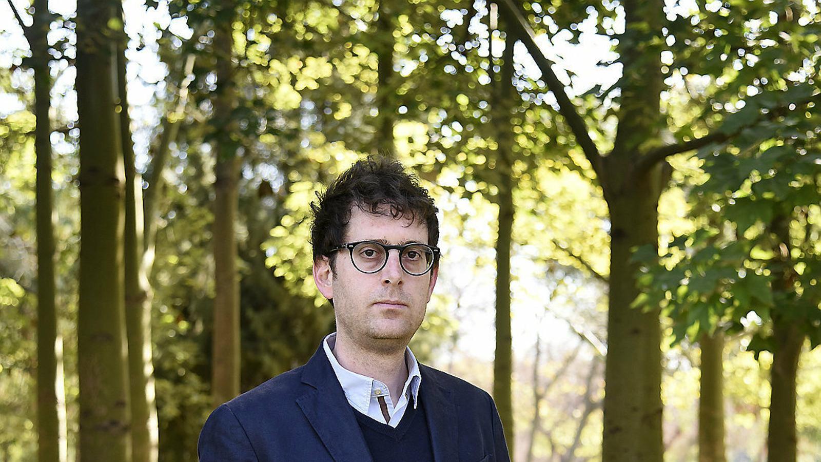 Lucas Marco ha rebut la beca Josep Torrent de periodisme d'investigació atorgada per la Unió de Periodistes.